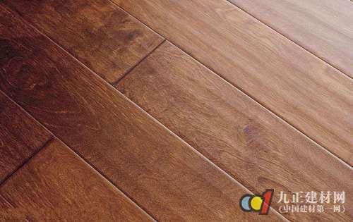 凹凸槽:强化木地板使用耐磨转数在6000转之上即足够,市场上最低标准的