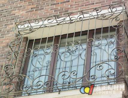 铁艺防盗窗图片