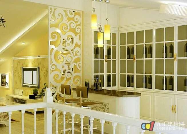 吊平顶一般可以用pvc板,铝扣板,石膏板,玻璃等材料,照明等卧于顶部
