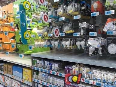 """节能灯管""""下架"""" 超市货架成LED灯的""""天下"""""""