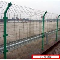 武汉护栏网_圆管立柱护栏网_浸塑护栏网