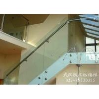 潜江钢结构楼梯玻璃扶手设计室|外挂玻璃扶手专业安装队