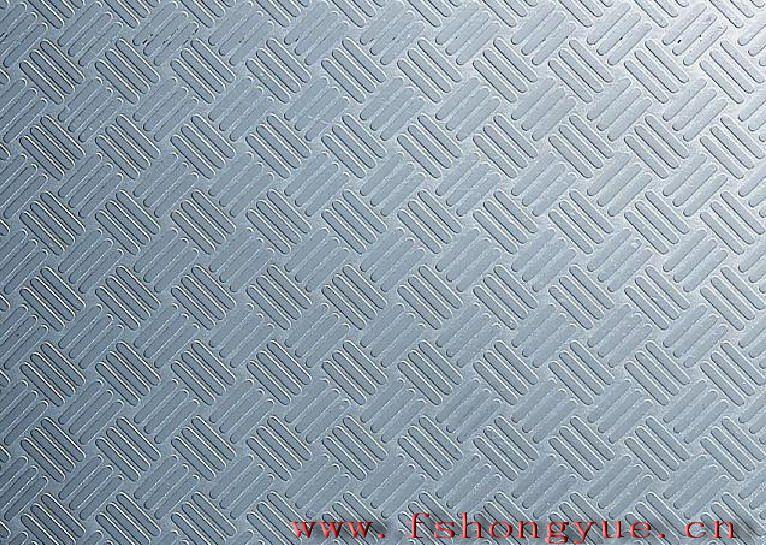 广东佛山不锈钢压花板厂家批发 不锈钢压花板; 不锈钢压花板说明;佛山鸿高跃金属材料有限公司 (0 7 5 7-8 3 9 3 2 4 9 2) 张 小 姐 (1 8 9 2 9 9 5 6 3 8 9)专业生产不锈钢压花板是在钢板表面施以凹凸的花纹,用于要求光洁度和观赏性的地方。压花轧制时是用带有图案的工作辊轧制的,其工作辊通常用侵蚀液体加工的,板上的凹凸深度因图案而不同,约为0-030微米。 主要材质为201、202、304、316等不锈钢板,一般的规格尺寸:1000*2000mm、1219*2438m