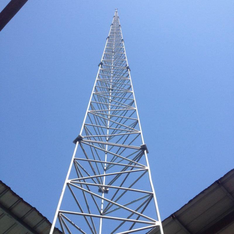 30米高度三角形GFL钢结构避雷针塔  GFL避雷塔 30米高度三角形GFL钢结构避雷针塔产品介绍 避雷针塔的保护范围还要按照滚球法来计算保护半径和保护范围。 GFL避雷塔主要用于各种建筑的防雷工程,特别是炼油厂,加油站,化工厂,煤矿,炸药库,易燃易爆车间,更应该及时的安装避雷塔,因气候变化,雷电灾害不断加重,现在很多建筑都安装避雷塔,特别是楼顶不锈钢饰铁塔,造形样式多样,外形美观,设计新颖独特,广泛应用于各类大楼楼顶、广场及小区的绿地等的建筑,使之与建筑物交相辉映,成为城市中标志性的装饰建筑。避雷塔原理