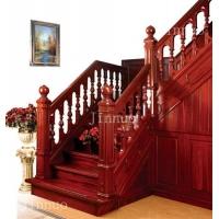 北美红橡木别墅楼梯带储藏间