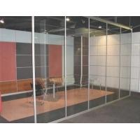 玻璃隔断白玻璃充分体现了玻璃的通透特性,简洁明快