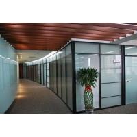 玻璃隔断的玻璃品种及多,所选品种和厚度由设计确定