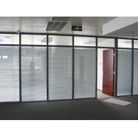常用的玻璃材料有透明玻璃、磨砂玻璃、单玻、双玻玻璃等