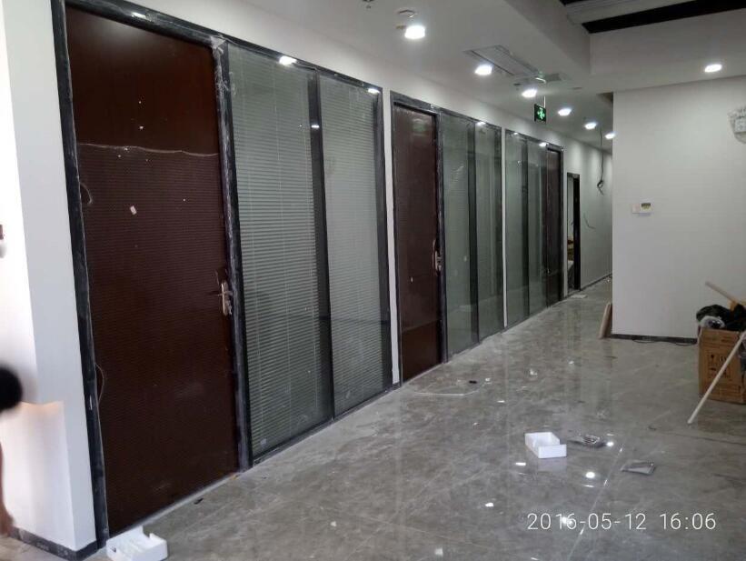 铝合金边框百叶隔断,玻璃隔断墙