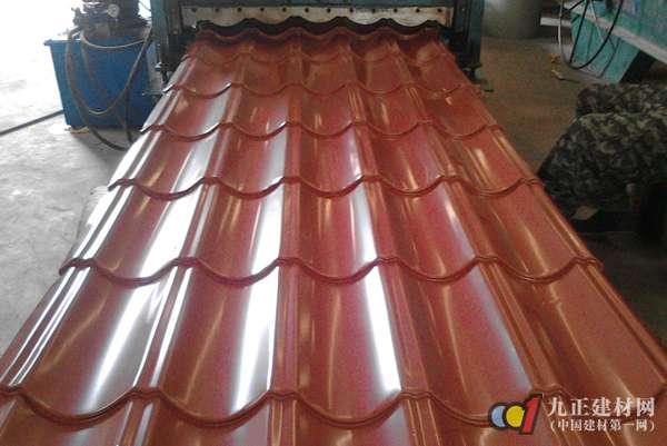 彩钢琉璃瓦生产过程 彩钢琉璃瓦安装步骤