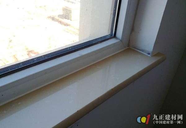 3、多块拼接窗台板不平、不直:加工窗台板长、宽超偏差,厚度不一致。施工时应注意同规格在同部位使用。 4、安装窗台大理石和暖气罩时,应保护已完成的工程项目,不得因操作损坏地面、窗洞、墙角等成品。 以上就是九正石材网小编要告诉大家的窗台大理石用什么颜色以及窗台大理石怎么安装的相关知识,希望能给大家提供帮助。