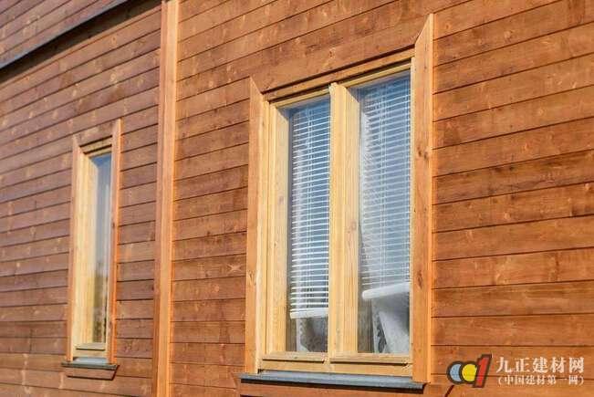 AG体育_木质窗户装修留意甚么 实木门窗选购有哪些误区