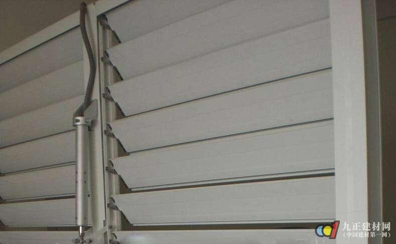 电动百叶窗有什么特点 电动百叶窗如何选购与安装_亚博