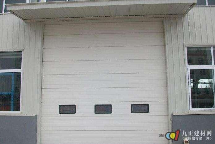 翻板车库门的特点 翻板车库门的主要五金配件与安装方法_亚博
