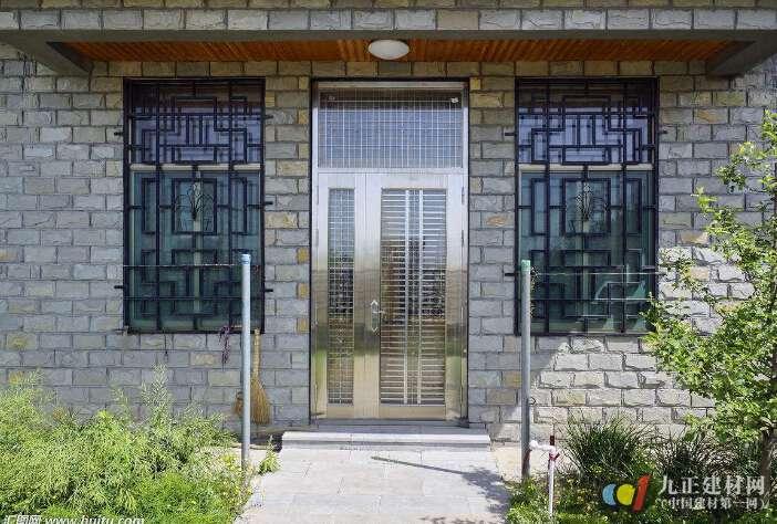 亚博-新型防盗门窗种类有哪些 家居防盗门选购技巧