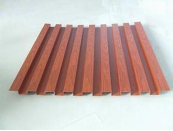 氟碳漆的一种新型幕墙材料。铝单板基材采用1100H24,1060H24,3003H24,5005H24等幕墙专用单层铝合金板。 常规厚度:1.5mm,2.0mm,2.5mm,3.0mm(其他可定制)常用规格:长度<5m,宽度<3m.(其他可定制) 凹凸铝单板特点: 1.按照客户要求定制任意尺寸,任意形状,任意难度,双曲面,球形面等 2.