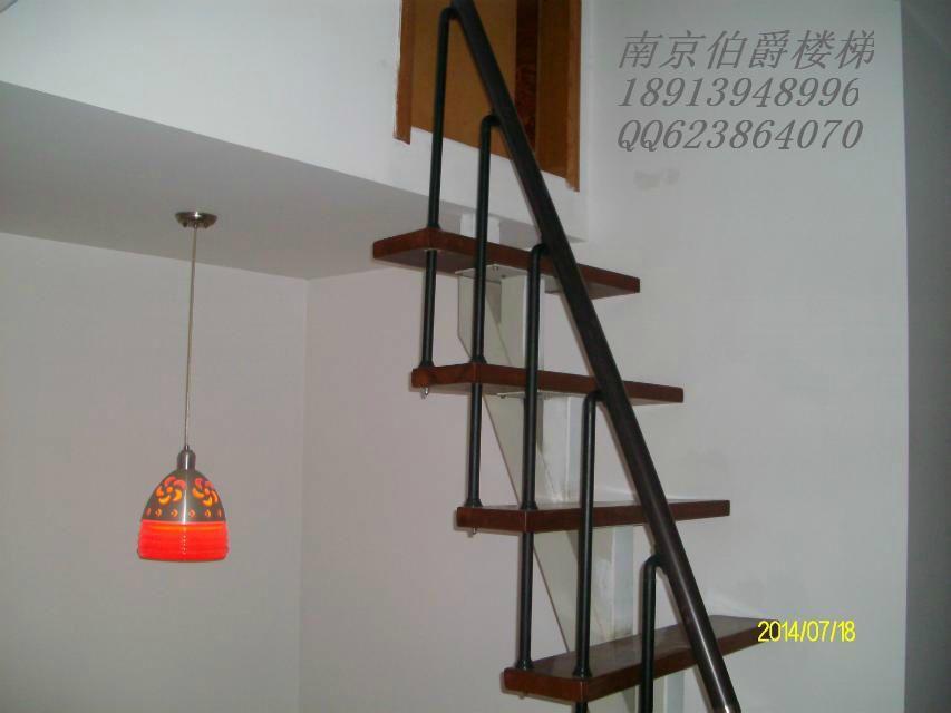 南京伯爵楼梯-----水泥现浇实木踏板和实木护栏