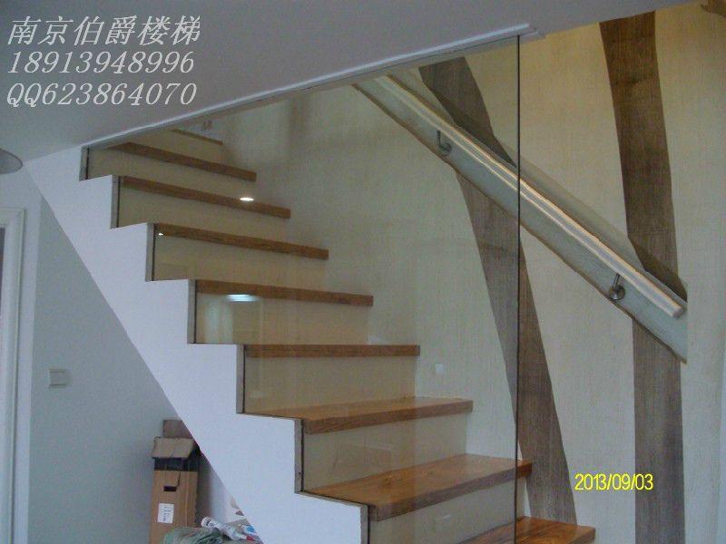 南京伯爵楼梯----实木踏板玻璃护栏