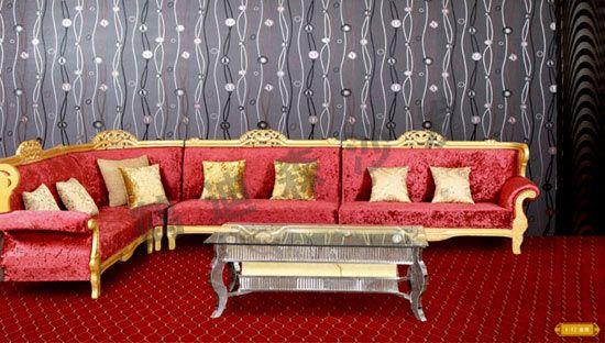 古朴典雅的沙发,不仅是你疲累后打盹、做梦的休闲好地方,还能巧妙地利用它来装点你的居室,为你的温馨港湾带来古朴简约而又高贵而浪漫的别样风情。古典的欧式沙发,明媚的阳光调皮的散落在地板上,每一处细节的融合给人一种匠心独运的感受,感觉虽然厚重,但一点也不压抑,仿佛一组曼妙的如编钟般的乐典,在耳边敲响,又好像西方那首著名的《绿袖》,木管的重奏回荡在梁上久久都不肯散去。
