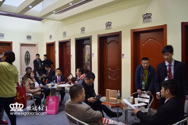 2015年北京木门展  欧冠木门参展场景图4