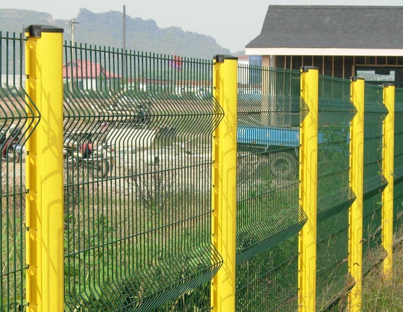 桃型柱护栏网(三角折弯护栏网)