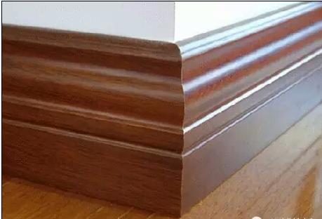 扣条,又称收边扣条,收边条,用于不同空间的地板连接处的衔接,如房间与