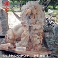 外国狮子石狮子款式多样 晚霞红大爬狮子雕塑