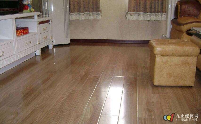 实木木地板从底到面都是由一种木材加工制作而成.