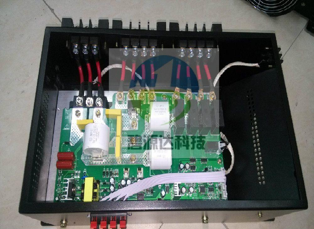 电磁加热器是一种利用电磁感应原理将电能转换为热能的装置。电磁加热控制器将220V或380v,50/60Hz的交流电整流变成直流电,再将直流电转换成频率为20-40KHz的高频高压电,高速变化的高频高压电流流过线圈会产生高速变化的交变磁场,当磁场内的磁力线通过导磁性金属材料时会在金属体内产生无数的小涡流,使金属材料本身自行高速发热,从而达到加热金属材料料筒内的物品。电磁加热器及电磁加热圈节能效果可达30%-75% 电磁加热控制器 是深圳市碧源达科技有限公司最新研发的新一代控制器,与以往电磁加热控器板相比,具