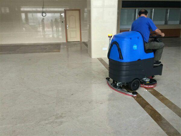 铜陵驾驶式地下停车场地面洗地机
