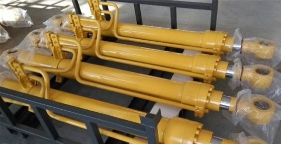 液压油缸、挖掘机液压缸、铲车液压油缸、推土机液压油缸、吊车液压油缸。 产品说明 液压缸是将液压能转变为机械能的、做直线往复运动(或摆动运动)的液压执行元件。它结构简单、工作可靠。用它来实现往复运动时,可免去减速装置,并且没有传动间隙,运动平稳,因此在各种机械的液压系统中得到广泛应用。我公司生产的油缸产品有各型挖掘机大、中、小臂油缸,工业机械油缸,船用油缸等产品。可以根据用户需要的参数尺寸和技术要求来生产不同结构的油缸。质量可靠、性能稳定。欢迎来电来人洽谈订购。 主要特点   1、小型、轻量、高强度:采用根