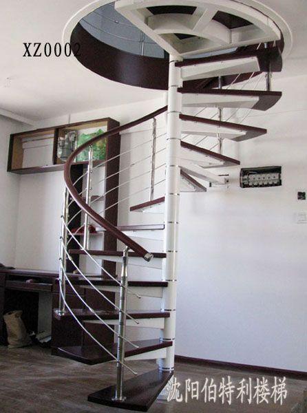 这样的结构造成了如在楼梯的外侧行走的话,踏步板处于上下晃动状态.