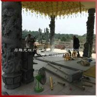 寺庙青石龙柱国外案例现场安装图