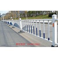 昆明中央隔离栏昆明道路护栏昆明市政护栏昆明城市喷塑钢护栏