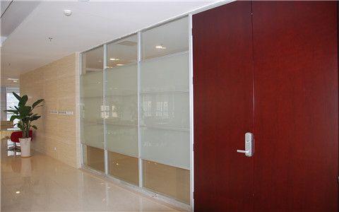 玻璃带面板隔断效果图