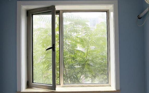 封闭阳台绿娃推荐选择断桥铝合金门窗