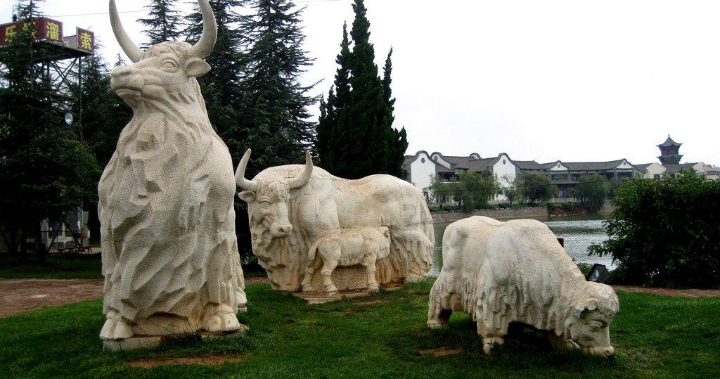 牦牛雕塑 西藏雕塑 藏族雕塑 成都雕塑 四川雕塑