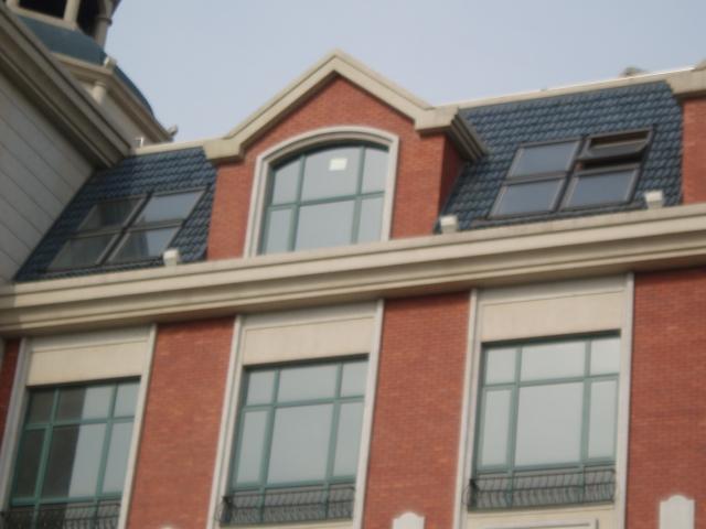 斜屋頂天窗