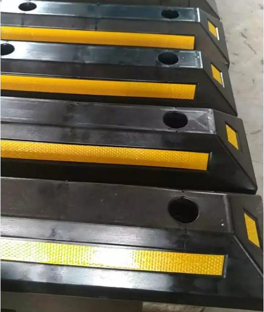供应加厚高强橡胶挡车器