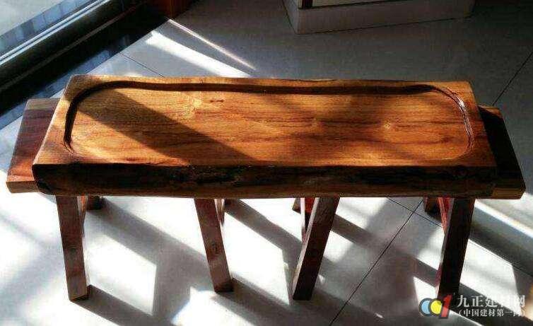 枣木家具的优缺点 >   我们来看看枣木家具的制作工艺,枣木在加工的
