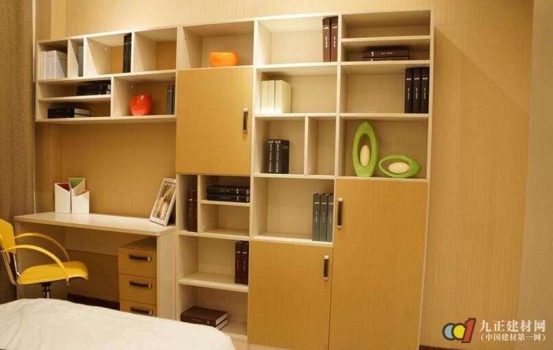 在所有的实木材质的书柜中,最贵的当属红木材质书柜,这种书柜的款式图片