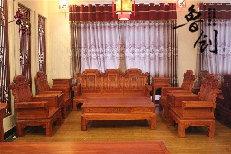 东阳市鲁创红木家具有限公司,是一家专业生产古典红木家具的企业,公司红木家具均采用进口酸枝木、花梨木等优质红木原材料,经低温烘干处理,精雕细作而成。 公司于1999年创建,是东阳红木家具行业中起步比较早的企业之一。由于经营理念领先,品质有保障,利用网络优势、借助人才的配合,经销商、代理商遍布全国各地,在武汉、苏州、济宁、贵阳、江西等地开起了多家专卖店,发展至今全国已拥有近百家商户。