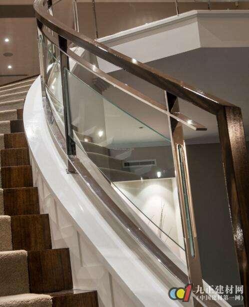 玻璃楼梯装修效果图3