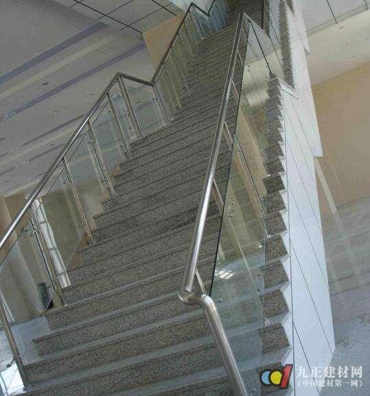 玻璃楼梯装修效果图4
