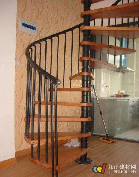 单跑楼梯和双跑楼梯的区别 单跑楼梯有什么优点