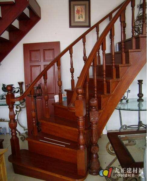 实木楼梯款式图片4