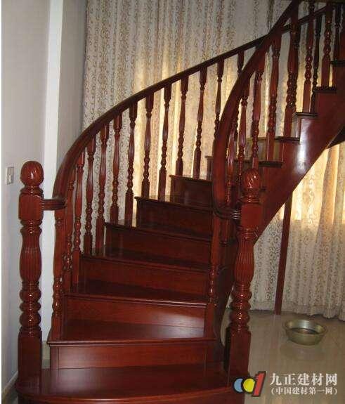 实木楼梯款式图片6