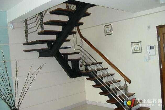 小户型阁楼楼梯设计方案 阁楼楼梯小户型装修效果图