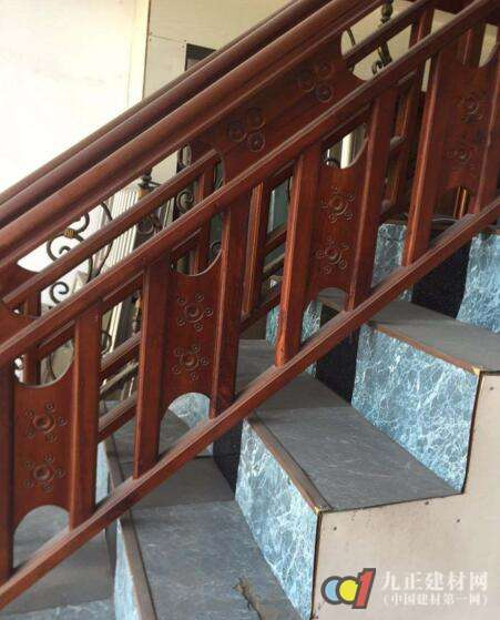 红木楼梯扶手装修效果图2