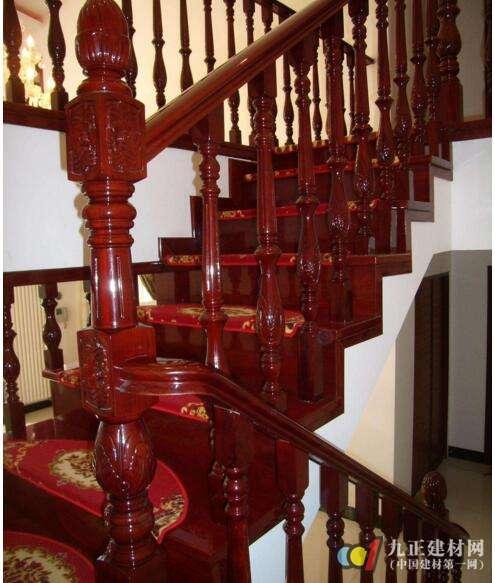 中式实木楼梯